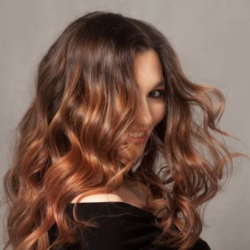 Style long-lasting waves in a fraction of the time. This professional three-barrel waver creates soft waves faster than any traditional curling iron.